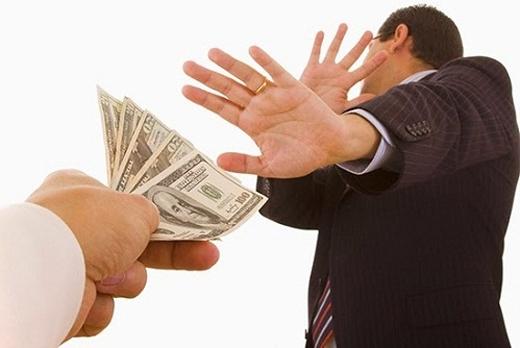 Nếu than vãn quá nhiều về chuyện nợ nần, bạn bè sẽ cảm thấy khó chịu và không muốn rủ rê bạn đi đâu nữa.