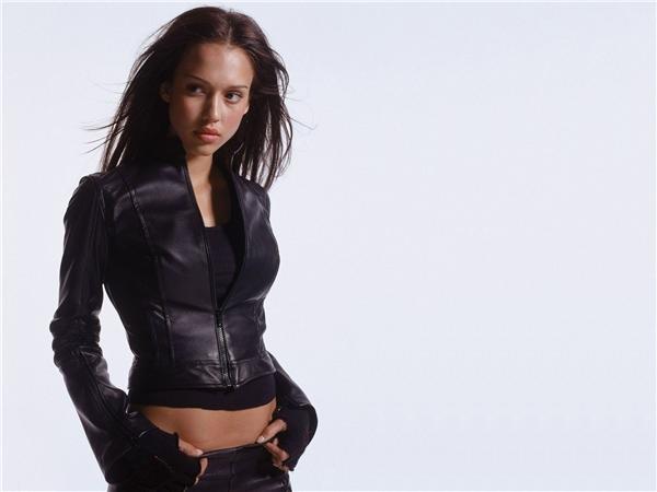 Dark Angel là bước ngoặt giúp Jessica đổi đời.