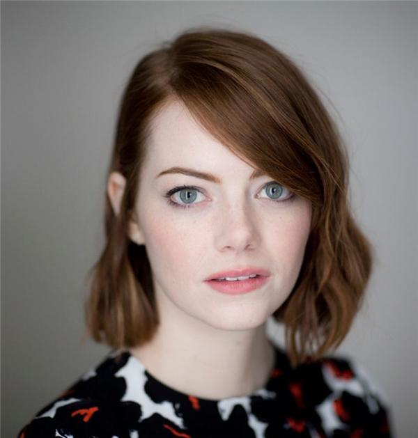 Emma Stone là một trong số ít các cây hài của Hollywood vừa có sắc đẹp vừa có khả năng diễn xuất. Chỉ cần nhìn vào đôi mắt to tròn long lanh ấy thôi là đối phương đã gục ngã rồi. Hiện tại người ta đang nói rất nhiều về Margot Robbie với vai diễn xuất thần Harley Quinn, thế nhưng nếu vai diễn này giao cho Emma thì chưa biết ai xuất sắc hơn ai.