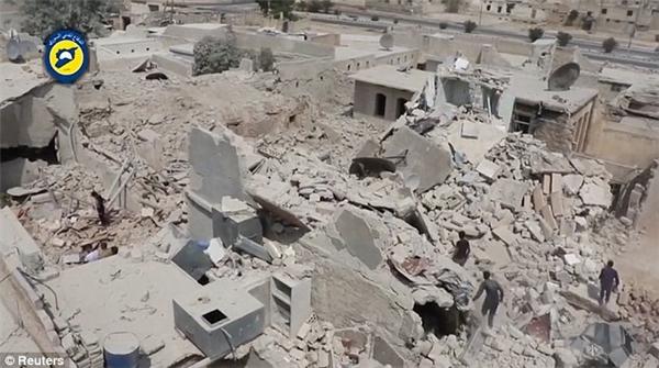 Trận không kích này còn tước đi mạng sống của 15 người khác.(Ảnh: Reuters)