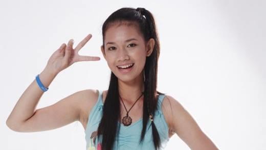 Quỳnh Chi tên đầy đủ là Nguyễn Đỗ Quỳnh Chi, sinh năm 1990. Cô được biết tới là một hot girl đời đầu ở Sài Gòn. Năm 2006, người đẹp đánh dấu bước chân vào làng giải trí khi tham gia cuộc thi Hot Vteen. Thời bấy giờ, cô sở hữu nước da ngăm, gương mặt hài hòa, thân hình nhỏ nhắn.