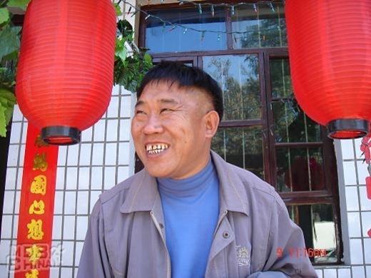 Đỗ Húc Đông luôn tạo được dấu ấn trong lòng khán giả qua những vai phản diện nhưng hài hước trong phim