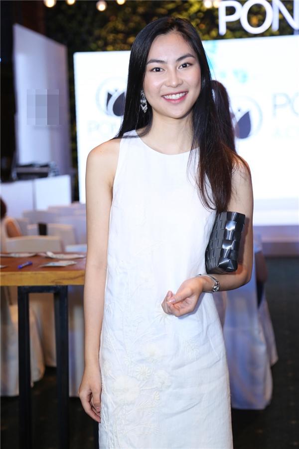 Xuất hiện cùng Lan Ngọc trong sự kiện này còn có sự tham gia của fashionista, người mẫu Helly Tống. - Tin sao Viet - Tin tuc sao Viet - Scandal sao Viet - Tin tuc cua Sao - Tin cua Sao