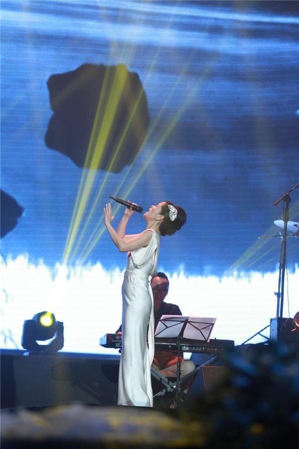 Hồng Nhungsang trọngtrong đêm nhạc tối qua. - Tin sao Viet - Tin tuc sao Viet - Scandal sao Viet - Tin tuc cua Sao - Tin cua Sao