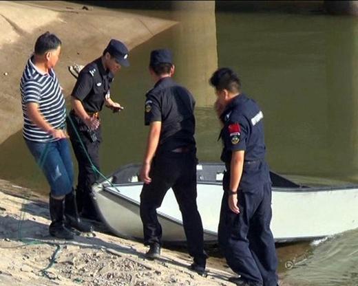 Lực lượng chức năng tích cực tìm kiếm các nạn nhân.