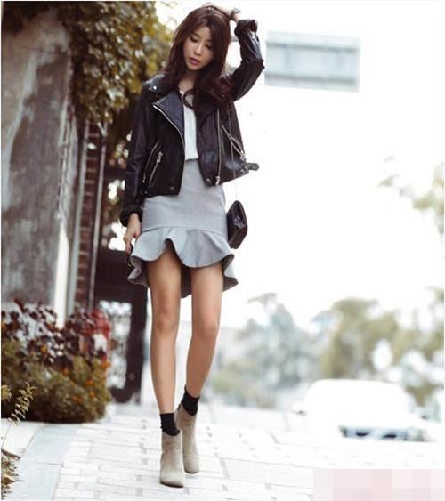 Đậm nét cá tính pha lẫn sự quyến rũ nếu bạn kết hợp với chiếc áo jacket, đôi giầy da lộn cực hợp cho tiết trời mùa thu se lạnh.