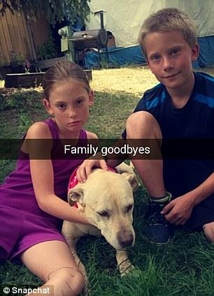 Nói lời chào tạm biệt với gia đình thân thương.
