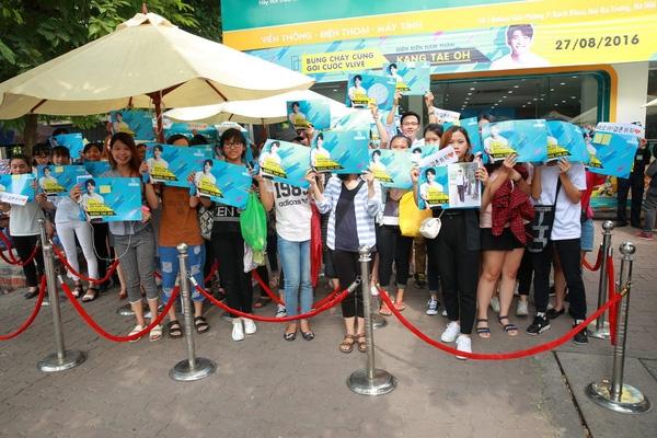 Các fan đến từ rất sớm để được gặp gỡ và giao lưu với mỹ nam xứ Hàn.