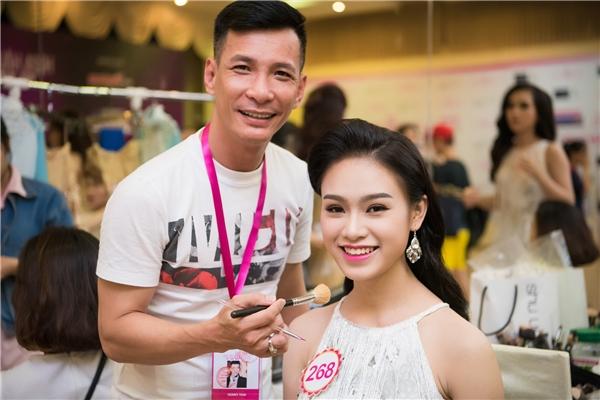 Chuyên gia trang điểm Kenny Thái và thí sinh Phùng Bảo Ngọc Vân