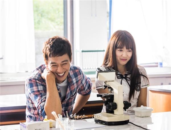 """Ai bảo chỉ khán giả mới """"nổi da gà"""" trước những cảnh quay tình cảm của căp đôi chính, Kim Rae Won và Park Shin Hye cũng phải nhịn cười mới có thể hoàn thành những khoảnh khắc """"tình chảy nước"""" ấy đấy."""