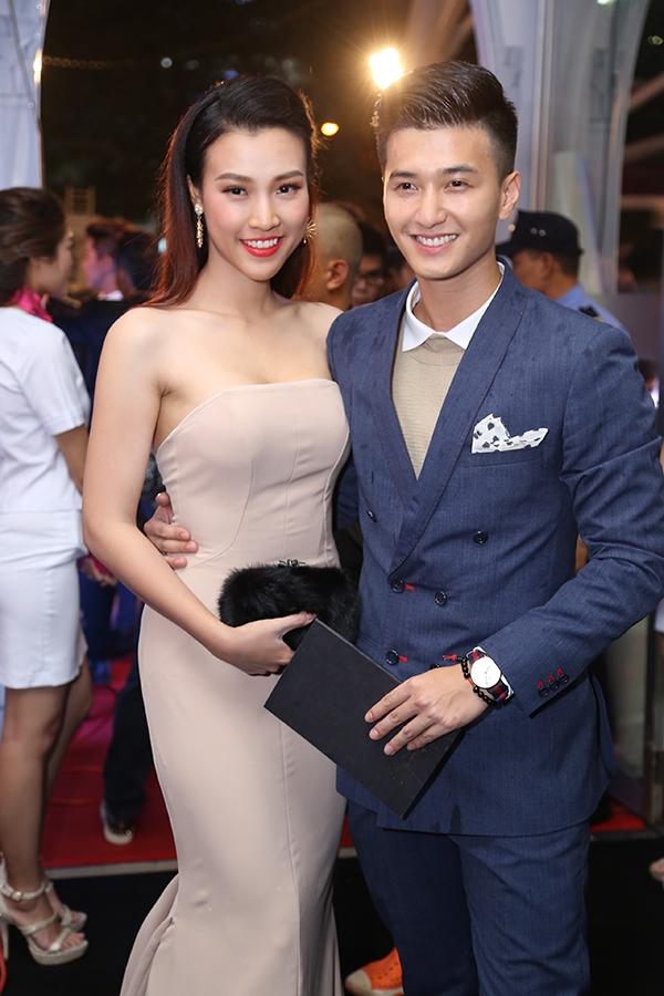Huỳnh Anh sánh đôi cùng bạn gái Hoàng Oanh