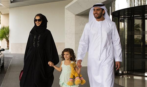 Không những không cần chuẩn bị của hồi môn, cô dâu lấy chồng Dubaicòn được tặng thêm một khoản tiền kha khá.