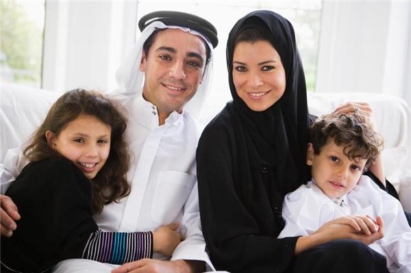 Các ông chồng thường cất giữ giấy tờ tùy thân của vợ đề phòng vợ vì không chịu nổi áp lực mà bỏ đi.
