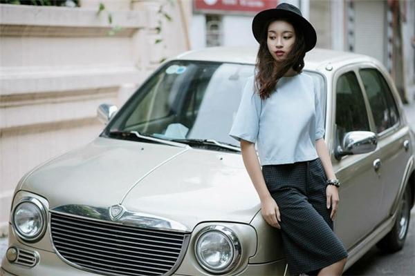 Hiện tại, ngoài việc học tập, Đỗ Mỹ Linh còn tham gia chụp hình với vai trò người mẫu. - Tin sao Viet - Tin tuc sao Viet - Scandal sao Viet - Tin tuc cua Sao - Tin cua Sao