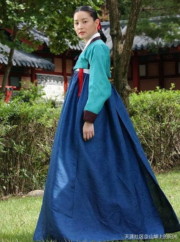 Lee Young Ae nổi tiếng với vai diễn cổ trang Nàng Dae Jang Geum.