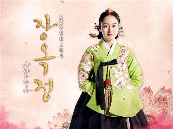 Kim Tae Hee chinh phục trái tim hàng triệu khán giả với tạo hình xinh đẹplộng lẫy trong phim Tình Sử Jang Ok Jeong.