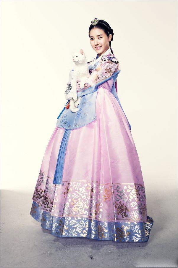 Cô nàng còn được cư dân mạng gọi yêu bằng cái tên công chúa cổ trangcủa màn ảnh Hàn.