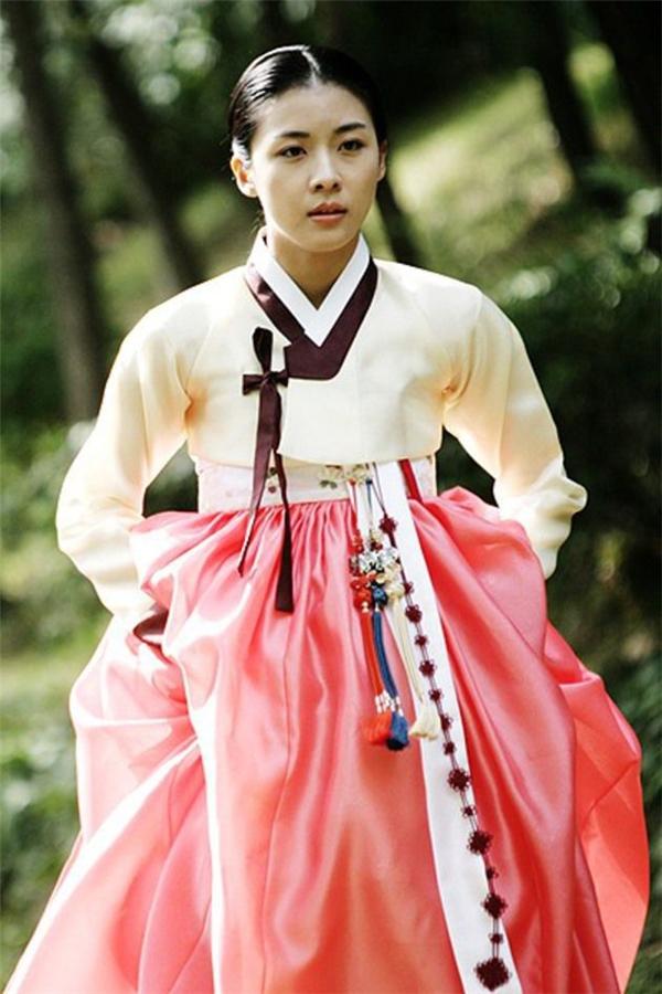 """Những tác phẩm cổ trang đã giúp tên tuổi của Ha Ji Won bước lên tầm """"sao lớn""""."""