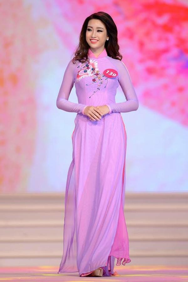 Nhìn lại những hình ảnh của Mỹ Linh tại Hoa hậu Hoàn vũ Việt Nam 2015 dễ dàng thấy được sự trưởng thành của cô gái này sau gần 1 năm. Mỹ Linh nay đã trở nên tự tin, bản lĩnh và ngày càng hoàn thiện bản thân hơn.