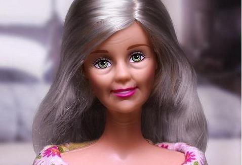 #17 Barbie chỉ là biệt danh, không phải tên thật của cô búp bê đình đám nhất thế giới. Tên của cô nàng này khá dài và có vẻ già dặn: Barbara Millicent Roberts. (Ảnh: BuzzFeed)