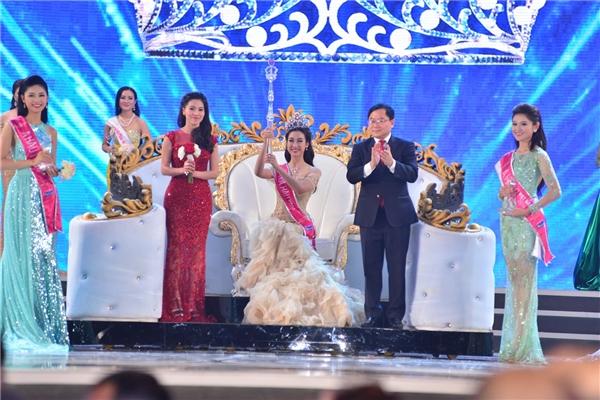 Đỗ Mỹ Linh đăng quang ngôi vị Hoa hậu Việt Nam 2016.
