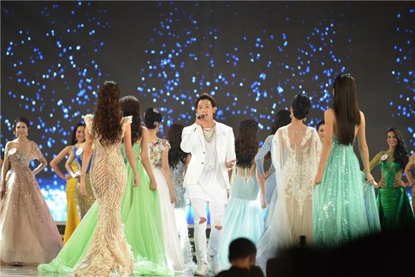 Đại diện BTC cho biết phía nam ca sĩ Bi (Rain) đã giảm cát-xê một nửa sau khi tham gia chương trình.