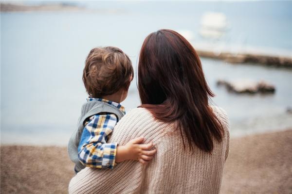 Trước khi rời đi, hai mẹ con nọ đã nói lời cảm ơn người xa lạ tốt bụng.(Ảnh: Internet)