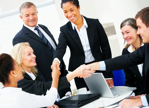 Quản líquan hệ công chúng lênkế hoạch và chỉ đạo việcduy trì hoặc nâng cao hình ảnhcông tyhoặc khách hàng của họ trước công chúng. Quản lígây quỹ phối hợp nhiềuchiến dịch với nhau nhằmmang lại nguồn vốncho tổ chức của họ.