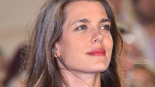 Charlotte Casiraghi (29 tuổi, Monaco)là cháu gái ngôi sao Hollywood - Grace Kelly và hoàng tử Rainier Đệ Tam. Cô tốt nghiệp Đại học Sorbonne, từng làm việc choAbove- một tạp chí nổi tiếng tại London, Anh. Sở thích của Charlotte là cưỡi ngựa. Công chúa đứng thứ tư trong danh sách kế vị ngai vàng Monaco.