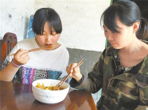 Hàng ngày Lí Giai phải cố ép mình ăn những thức ăn nhiều dầu mỡ để nhanh tăng cân.