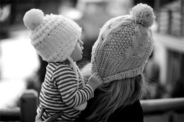 Con là đôi tay, là đôi chân, là trái tim và hơn hết là cả cuộc đời của mẹ.