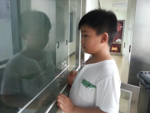 Để đủ điều kiện ghép tủy cho bố đang trong tình trạng nguy kịch,cậu bé Cao Yingpeng 8 tuổi đã nỗ lực tăng từ 35kg lên 46,5kg trong vòng một tháng.