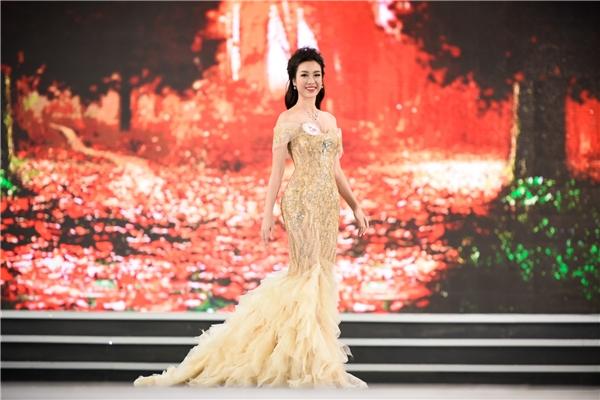 Nhìn lại hành trình đáng ngưỡng mộ của top 3 Hoa hậu Việt Nam 2016
