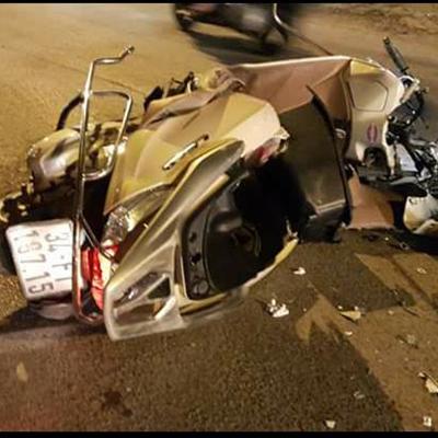 Chiếc xe máybị xe Camry kéo lê suốt 5km đường khiến xe hư hỏng nặng. Ảnh: Otofun