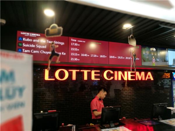 """Lịch chiếu tại đâygiành hầu hết các suất chiếu cho bộ phim Việt Nam đang """"gây bão"""" truyền thông."""
