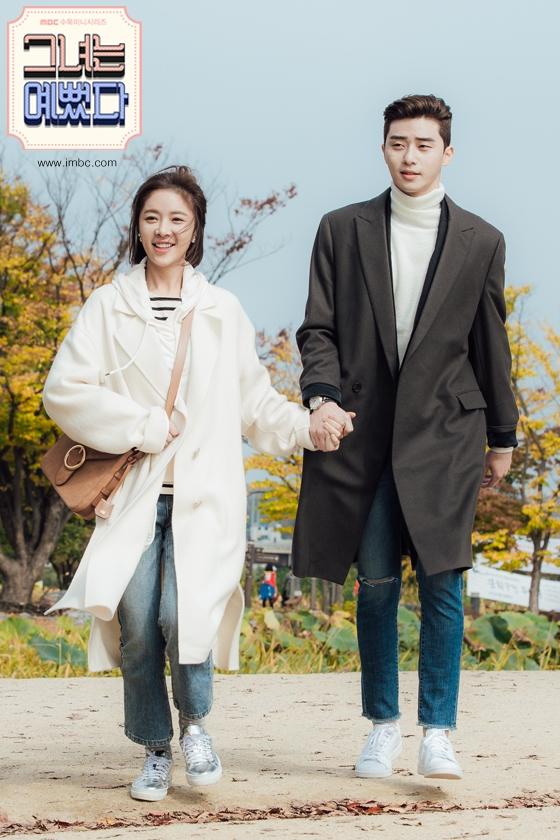 """""""Trước khi gặp cậu, tôi từng nghĩ cô độc là điều tất nhiên. Nhưng sau khi trở thành bạn với cậu, tôi nhận ra rằng dù chỉ có một người bên cạnh, thế giới này vẫn không hề đơn độc."""" – Ji Sung Joon trong She Was Pretty."""