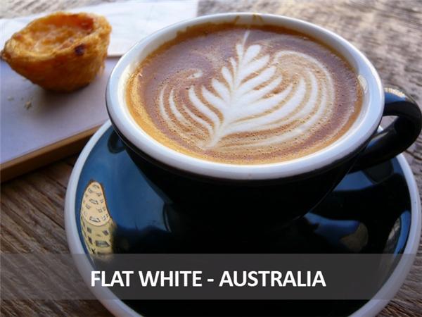 Đây là món cà phê rất nổi tiếng của người Úc, hơi giống với latte nhưng liều lượng ít hơn, gồm kem đánh sủi bọt và espresso.