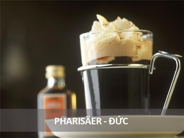 Món đồ uống buổi sáng này của người Đức bao gồm một lượng cà phê rất mạnh pha cùng rượu rum đen và kem đánh nhuyễn.