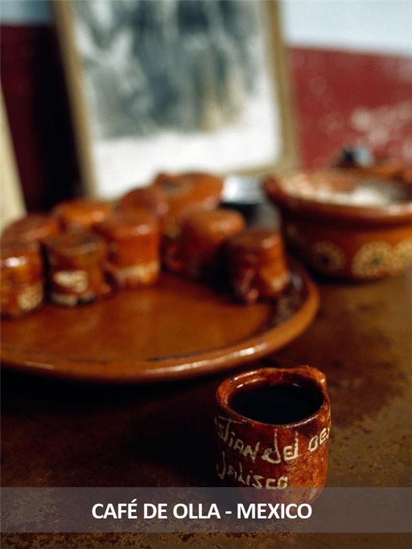 Món cà phê truyền thống của người Mexico được đun cùng với một thanh quế, sau đó pha với đường mía chưa qua tinh chế và thưởng thức trong một chiếc ly đất. Người Mexico tin rằng cách uống này sẽ làm bật lên hương vị tinh khiết của cà phê.