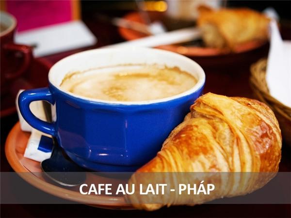 Người Pháp thích bắt đầu buổi sáng bằng một ly cà phê mới chế có một lớp bọt sữa bên trên. Đặc biệt họ thích dùng ly thật to để nhúng bánh sừng bò vàoăn sáng.