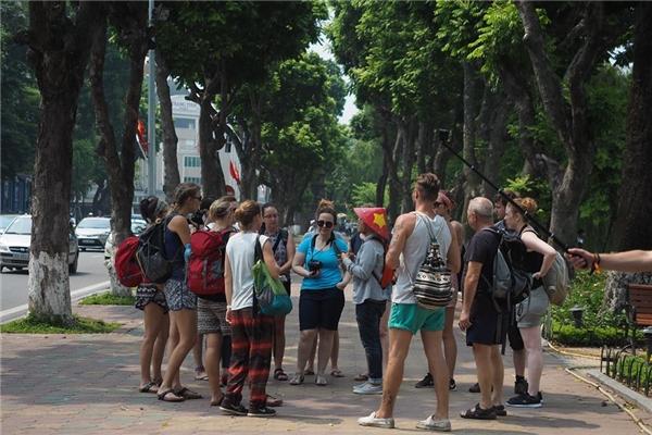 Du khách và người dân quanh Hồ Gươm sẽ đượctruy cập mạng xã hội và tham gia các hoạt động trực tuyến cá nhân ngay tại vỉa hè quanh hồ, bắt đầu từ 1/9