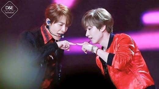 HaeHyuk là cặp đôi bền nhất Su Ju. Bộ đôi Cá – Khỉ đã gắn bó với nhau từ trước khi ra mắt đến nay, thường công khai thể hiện những cử chỉ thân mật, được các fan gán ghép nhiệt tình. Những ngày đầu ra mắt, HaeHyuk được SM tích cực định hình, thường xuyên có khoảnh khắc tương tác ăn ý trên sân khấu. Họ thân thiết đến nỗi khiến các thành viên trong nhóm ngưỡng mộ, Ryeo Wook phải ghen tỵ. Kho truyện fanfic, đam mỹ của bộ đôi sinh năm 1986 nhiều không đếm xuể.