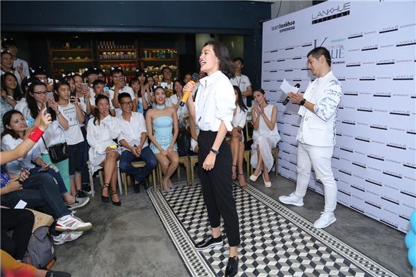 Tại buổi họp mặt, các fan của Lan Khuê còn có dịp tham gia nhiều trò chơi mang tính đồng đội để tăng thêm sự gắn kết.