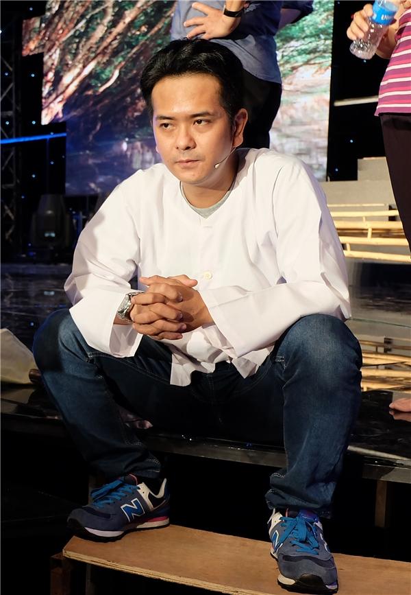 Hùng Thuận tỏ ra căng thẳng khi lần đầu hát cải lương. Anh đến trường quay khá sớm để có thêm thời gian làm quen với sân khấu. Diễn viên hài Lê Trang cũng sẽ là nhân tố bí ẩn cho chương trình khi đối chọi với Hùng Thuận vì chọn môn thi là cải lương.