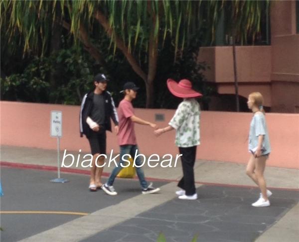 Fan sốt với hình ảnh của Taeyeon và Baekhyun tại Hawaii