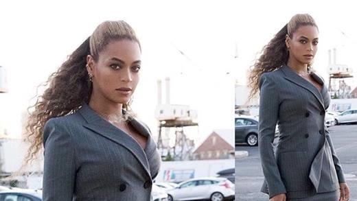 Với bộ suit thanh lịch nhưng vẫn quyến rũ,Beyoncé được cả tạp chíEllevàHarper's Bazaarxếp vào danh sách mặc đẹp nhất tuần.