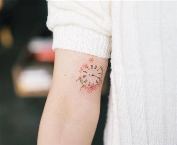 Xăm ngay đồng hồ lên tay để luôn quí trọng thời gian bạn nhé.