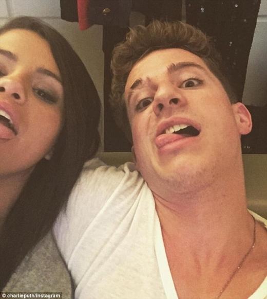 """Charlie và Selena đang được người hâm mộ """"ship"""" nhiệt tình."""