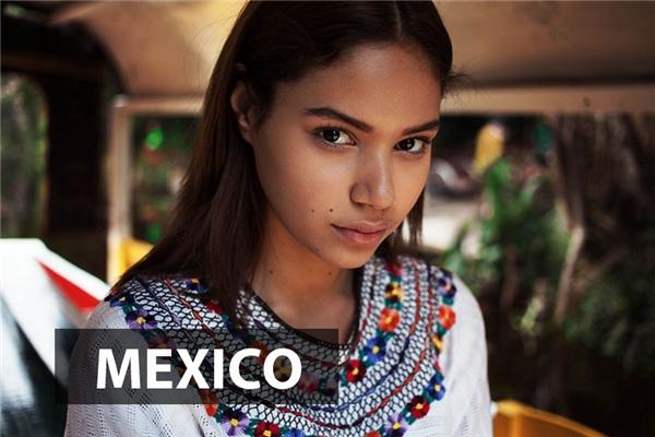 Các thiếu nữ Mexico đẹp sắc sảo, khôn ngoan nhưng vẫn đọng lại nét trẻ con, dễ thương.