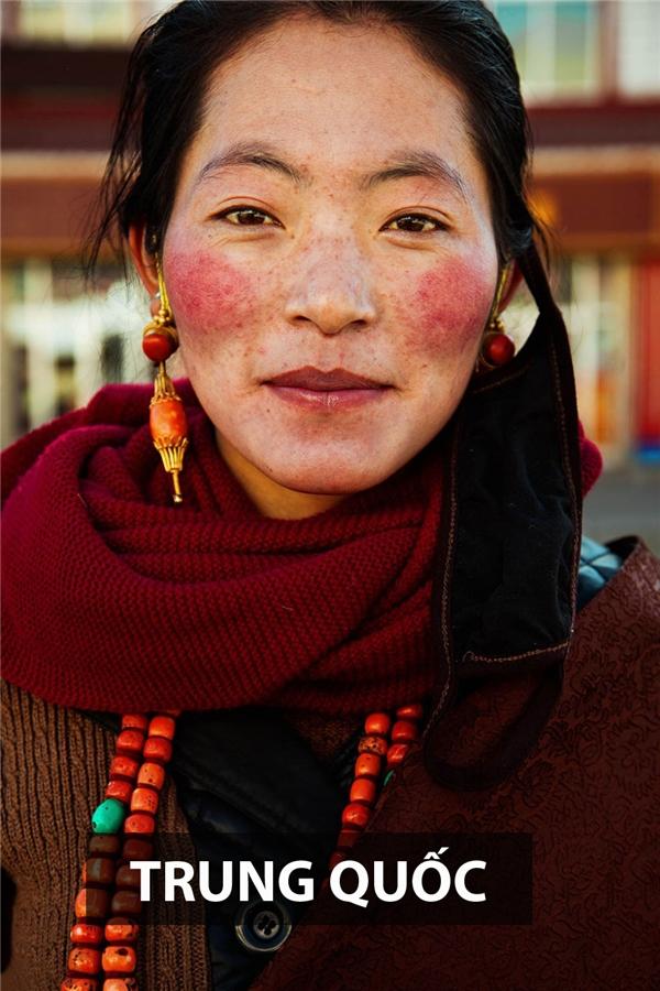 Những cô gái sống ở cao nguyên Tây Tạng, Trung Quốc mang vẻ đẹp đậm chất du mục, hoang dã.
